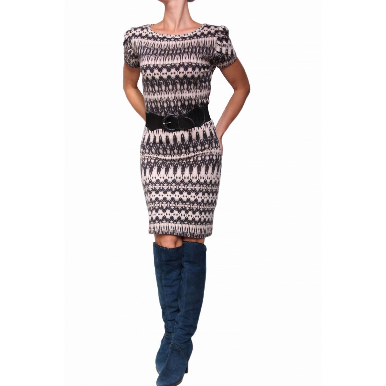 Платье с геометрическим рисунком и рукавом-лепесток