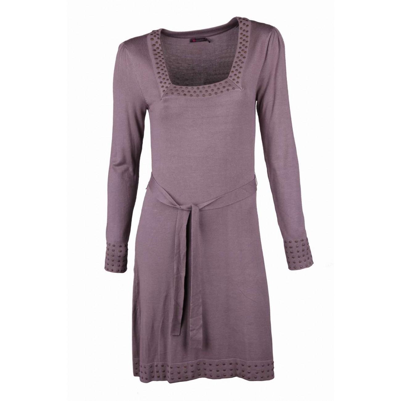 """Платье с вырезом """"карэ"""" и декоративными металическими стразами"""
