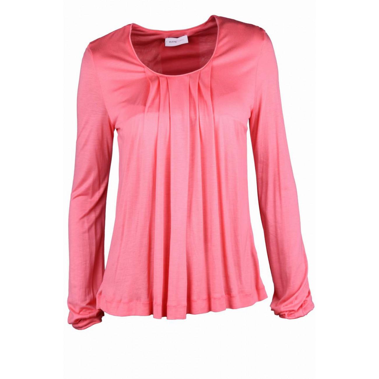 Блуза с драпировкой от горловины и встречной складкой на спине